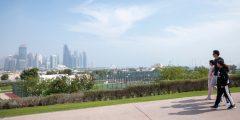 شاهد الصور: أمير قطر يمارس الرياضة بصحبة بناته في شوارع الدوحة
