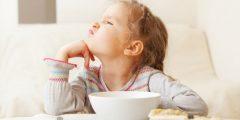 6 نصائح لإقناع طفلك بتناول وجبة الإفطار قبل الذهاب للمدرسة