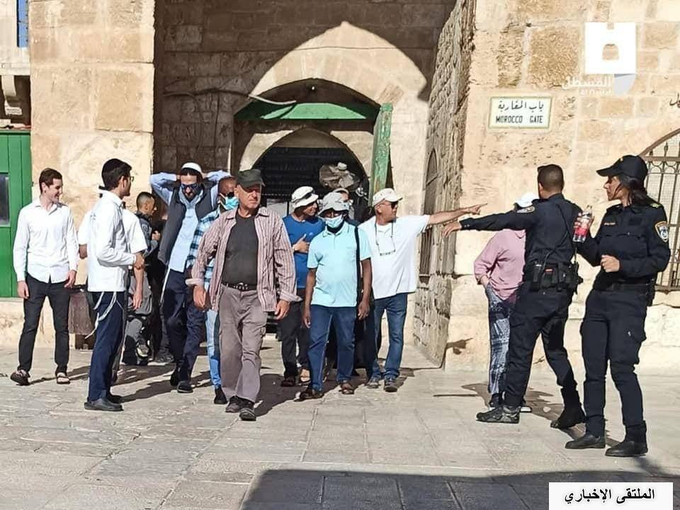 اقتحم مستوطنون، صباح اليوم الخميس، باحات المسجد الأقصى المبارك، بحماية شرطة الاحتلال الإسرائيلي عبر باب المغاربة