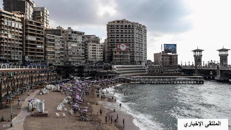 """شاهد: مصر.. تفاصيل """"قرار منع المايوه"""" في الإسكندرية"""